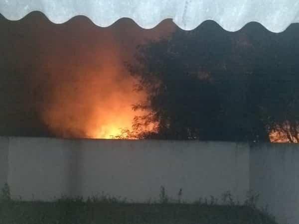 Incêndio no Bairro Parque Industrial assusta moradores em Italva